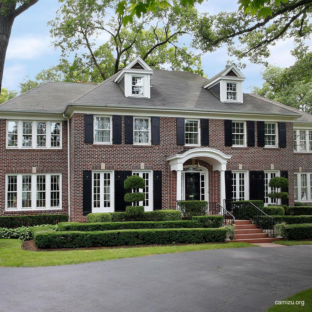 Het huis waar Kevin McCallister de inbrekers Harry en Marv te slim af was staat in Winnetka, Illinois.