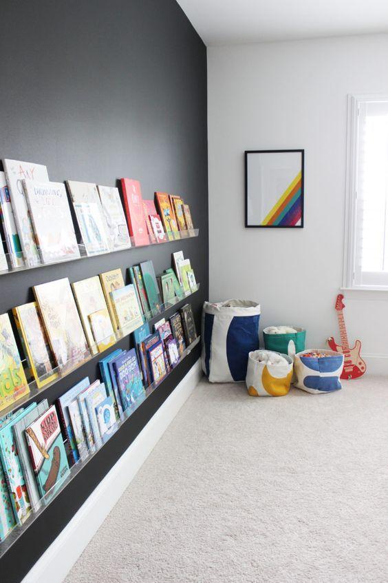 Schoolbordverf maakt deze boekenplank super strak