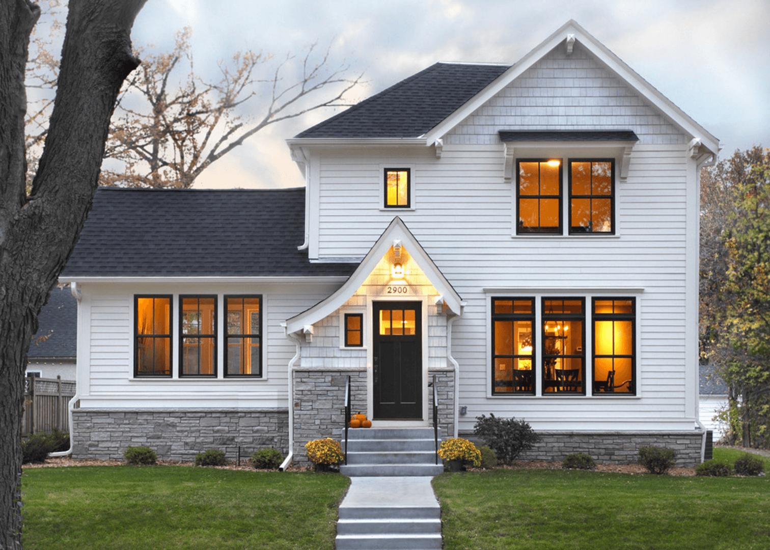 Wit huis met landelijk hout