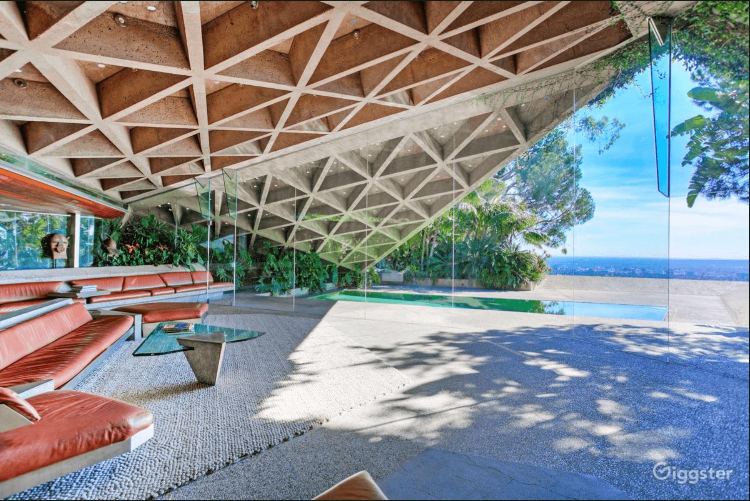 Het huis uit The Big Lebowski wordt ook wel Goldstein House genoemd, naar de eigenaar die het huis maakte zoals het nu is. Dit huis staat in Beverly Hills, 90210.