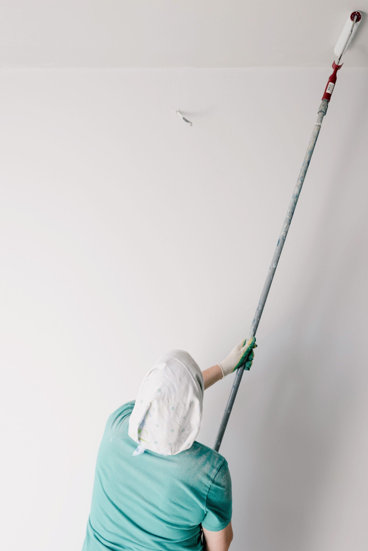 Hoe kun je het beste een plafond witten?